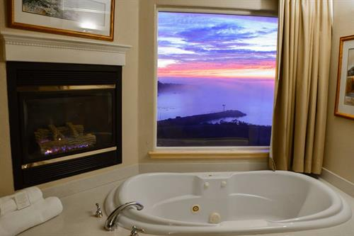 Superior Suite jetted tub with fireplace