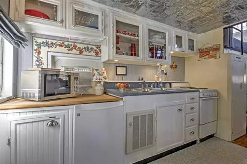 Custom built, fully equipped kitchen.