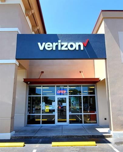 Gallery Image Verizon_New_Sign_2020(1).jpg