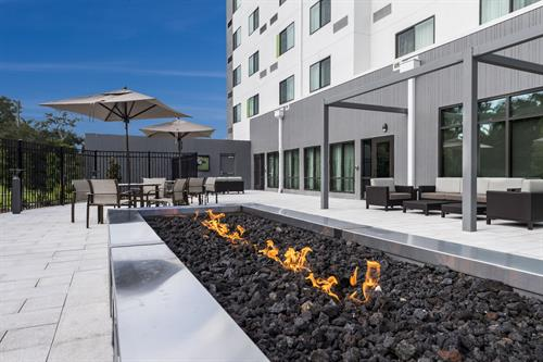 Hotel Exterior - Fire Pit