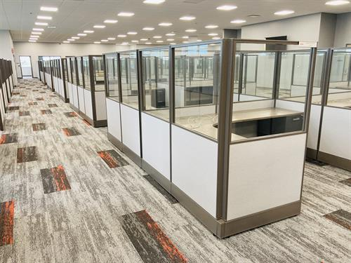 Cubical workstations design with AIS furniture.