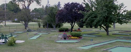Gallery Image baehmanns-golf-center-mini-golf.jpg