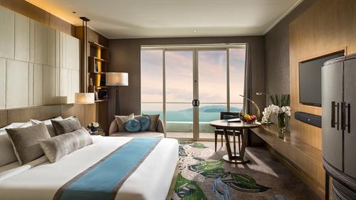 Deluxe Ocean King Room