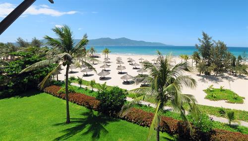 Vietnam_Danang_Furama_Resort_Exterior_Beach