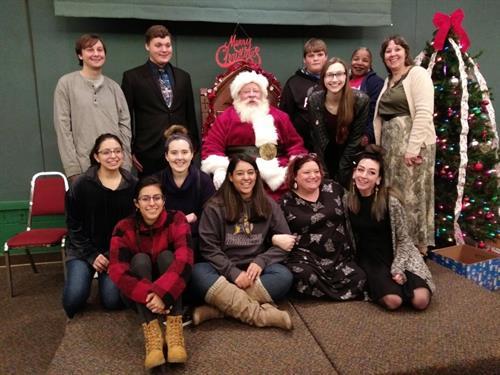 Gallery Image Hill_Crest_Volunteers_with_Santa_-_Dawn_DeLong.jpg