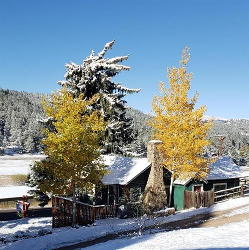 Gallery Image Cabin_after_1st_snow_10.11.19_Cropped.jpg