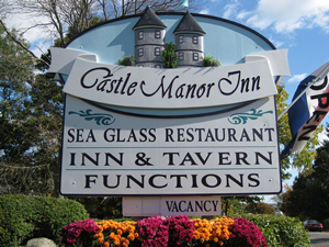 Gallery Image castle-manor-inn-sign.jpg