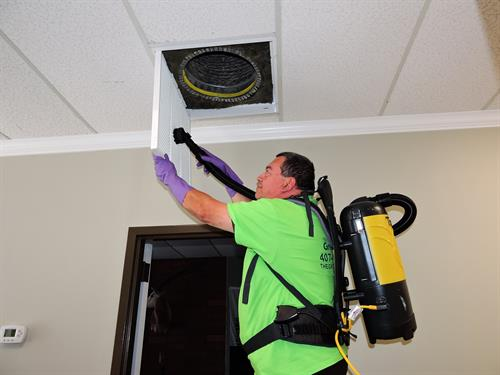 Gallery Image Vent_Cleaning_-_Oswaldo_4.JPG