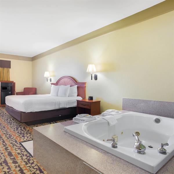 Guest Room, Jacuzzi Suite