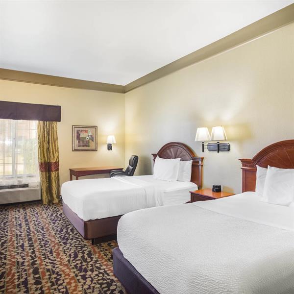 Guest Room, Two Queens