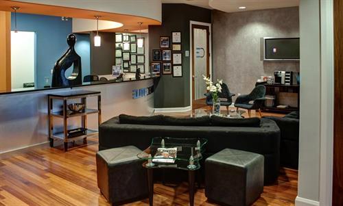 Gallery Image ed-lobby2.jpg