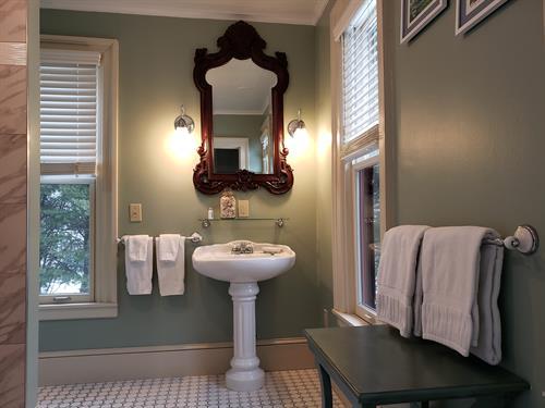 Gallery Image bathroom_room1.jpg