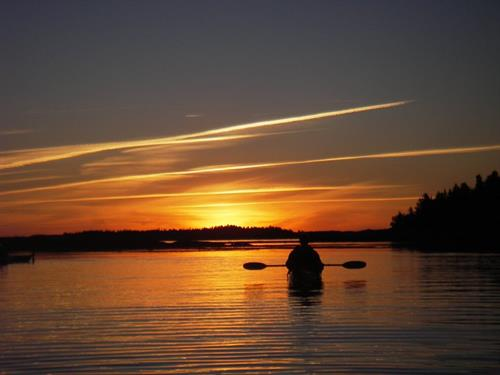 Gallery Image Kayaker_sunset.jpg