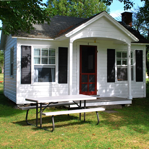 Housekeeping cottage