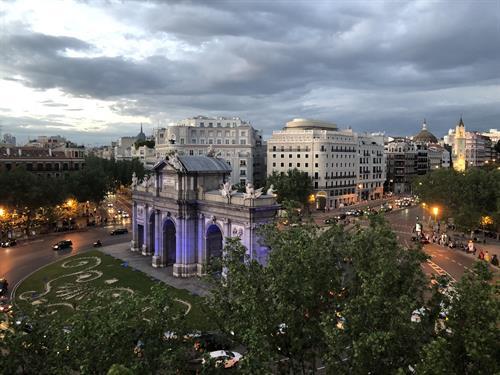 Gallery Image puerta_de_Alcala_Madrid_Spain.jpg