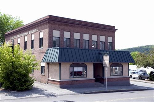 Mascoma Professional Building, home to Mascoma Dental Associates with customer parking