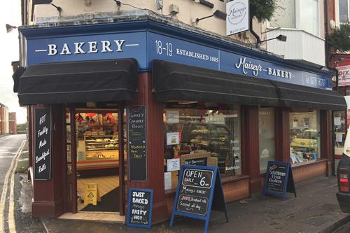 Gallery Image maiseys-bakery-shop-signage-highbridge-somerset.jpg