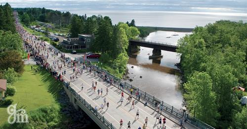Marathoners near Knife River