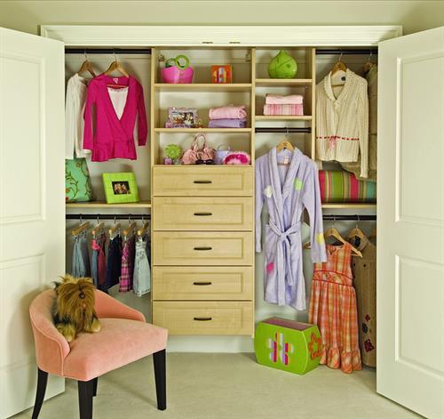 Gallery Image kids_closet.jpg