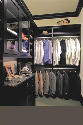 Gallery Image off_the_floor_closet.jpg