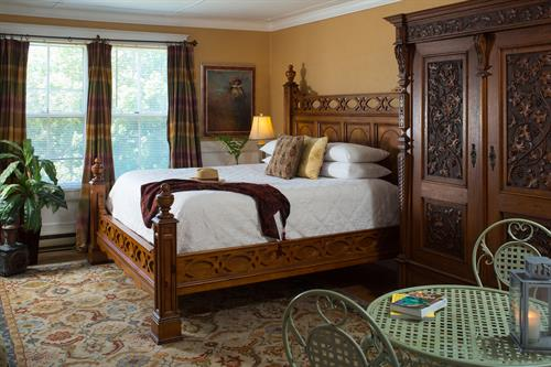 large king bed suite