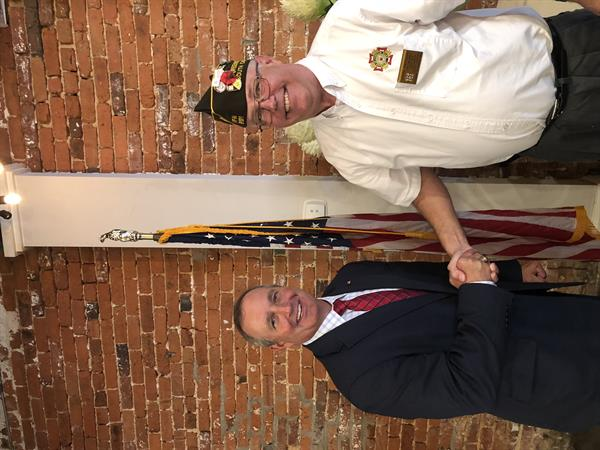 Congressman Jeff Duncan (R-SC3) shakes hand with John Penman, member of VFW Post 8131.