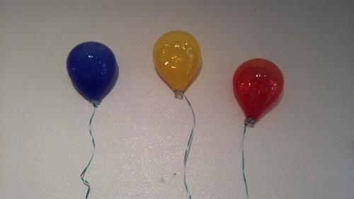 Wall hanging balloons. These would look great in a kids room!