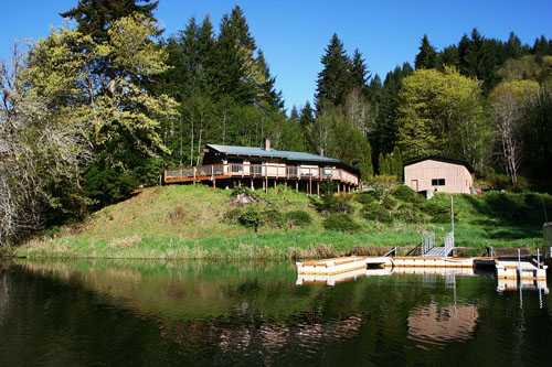 The large Waterfront House at Loon Lake Lodge is perfect for groups, weddings and retreats