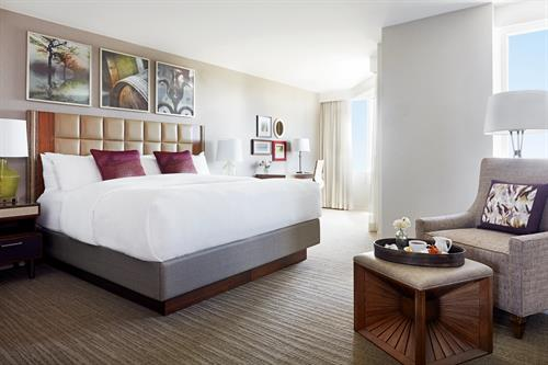 Alcove Suite Guestroom