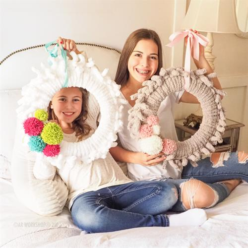 Gallery Image chunky-knit-pom-wreath-4.jpg