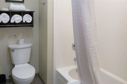 Comfort Inn & Suites Double Queen Bathroom