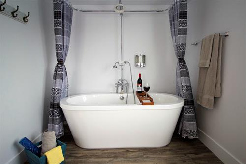 Captain's Quarters - Soaker Tub