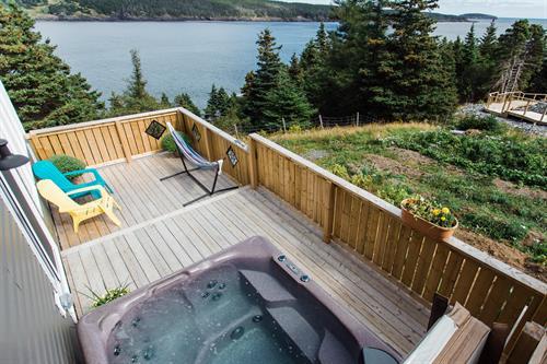 Blue Whale Suite - Hot Tub Deck