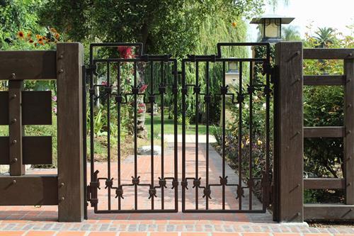 Gallery Image gate-338252_1280.jpg