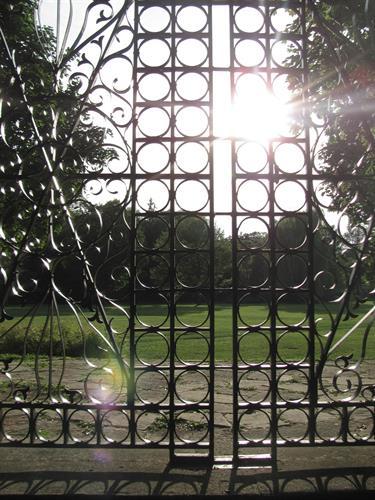 Gallery Image gate-430422_1280.jpg