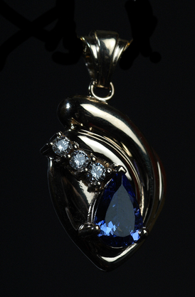 Custom-Made Yellow Gold Tanzanite & Diamond Pendant