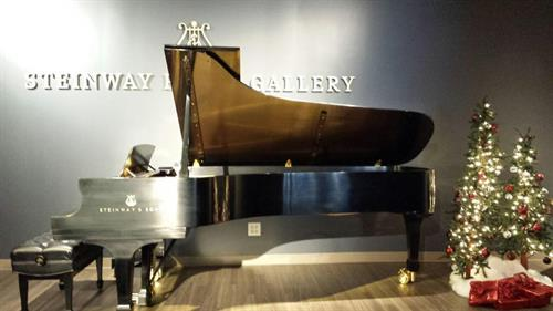 Gallery Image Showroom_Christmas_4.jpg