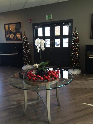Gallery Image Showroom_Christmas_6.jpg
