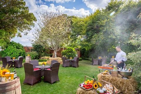 BBQ in Secret Garden