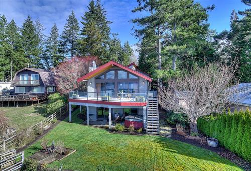Stretch Island Medium Bank Waterfront Home