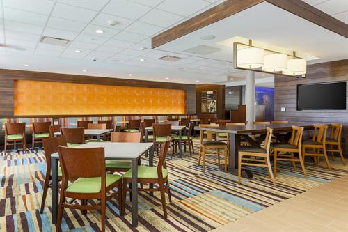 Gallery Image FFI-DFWCA-breakfast-area_3726-72.jpg