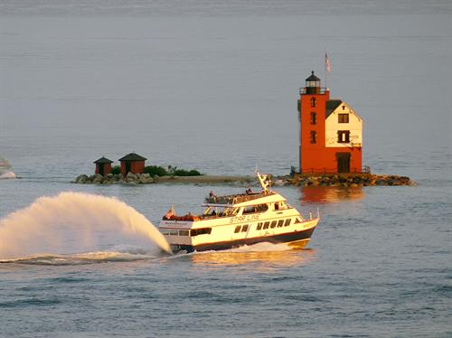 Gallery Image Image_of_ferry_boat_and_round_island_light_from_Star_Line_Mackinac_Island_Hydro-Jet_Ferry.JPG