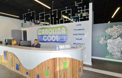 Gallery Image front_desk_small_500x320.jpg