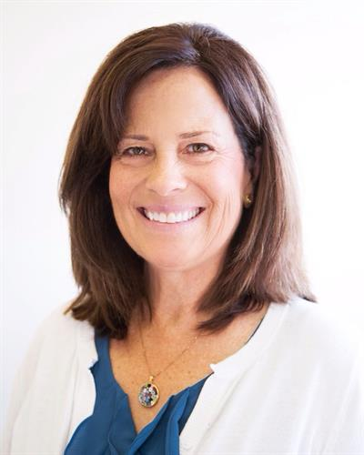 The founding member of Sound Health and Wellness?, Suzanne McColl! Practicing psychotherapy for over 25 years, Suzanne works with different therapeutic approaches including EMDR, Cognitive Behavioral Therapy and Mindfulness.