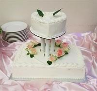 Small Wedding Cake w Italian merigue buttercream