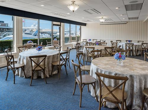 Gallery Image The_Newport_Marine_Suite_Dinner.jpg