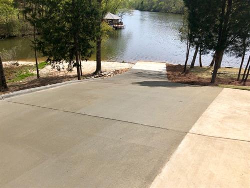Grayson Construction - Lake home driveway