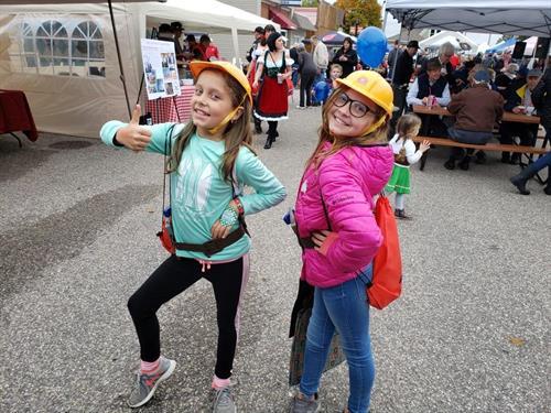 Strassenfest Girls