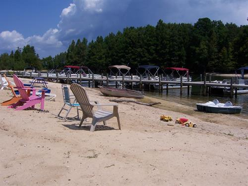 Relaxing beach views and toys for the kids, and just an hour from Charleston, SC!