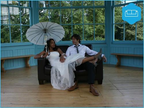 A Wedding on The Sofa